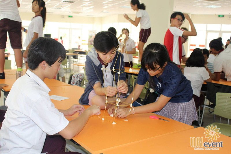 Trò chơi team building Xếp tháp mỳ