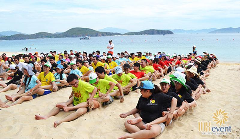 Trò chơi team building trên biển Đua Thuyền Trên Cạn
