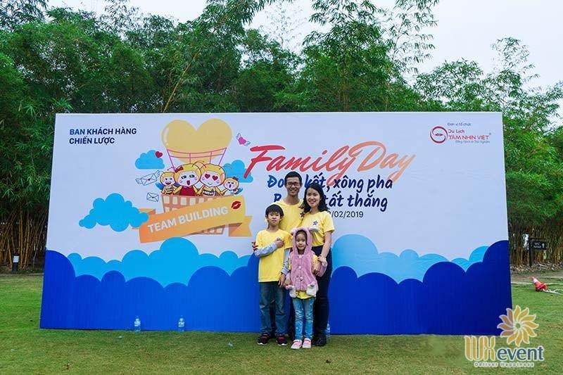 thiết kế backdrop ngày hội gia đình cho công ty