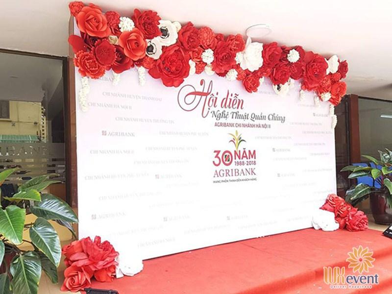 Backdrop sự kiện hoa giấy đẹp