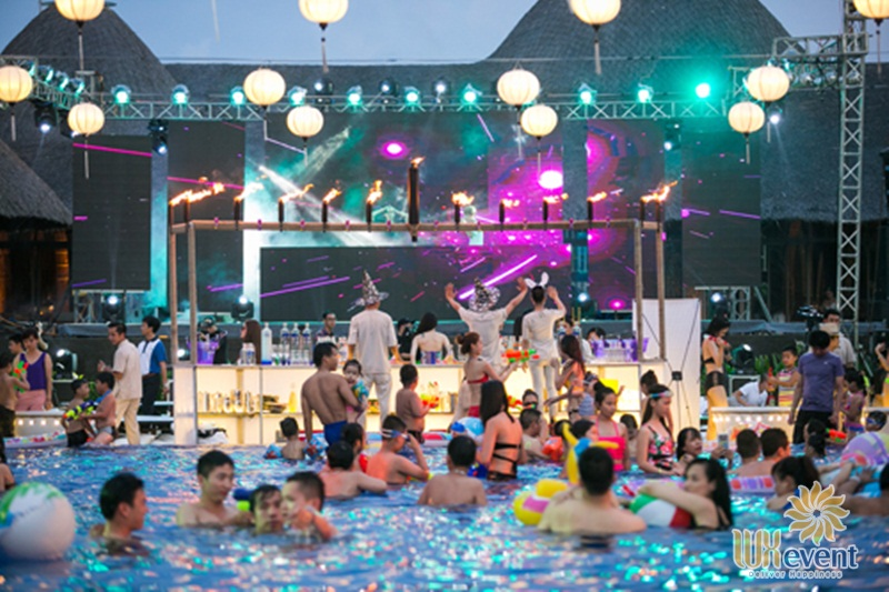 tổ chức gala dinner concept pool party