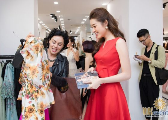Tổ chức khai trương showroom thời trang NEVA 003