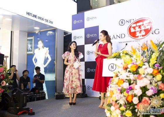 Tổ chức khai trương showroom thời trang NEVA 014