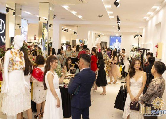 Tổ chức khai trương showroom thời trang NEVA 017